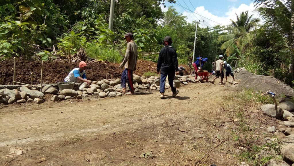 Lanjutan Pekerjaan Drainase dan Talud Lapince-Seppange, Dusun Amessangeng Desa Goarie T.A 2020